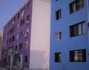Rilindja urbane në Kamëz: sjell ngjyrat, ndërpret ujin.
