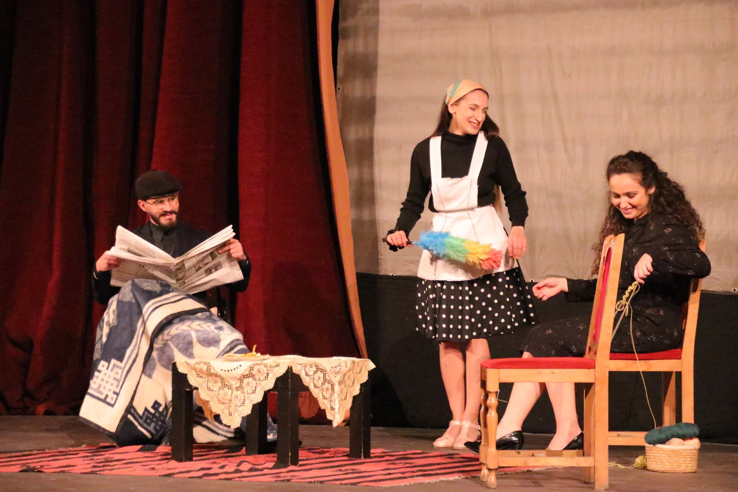"""Shfaqja """"Këngëtarja Tullace"""" në Teatrin Kombëtar në Tiranë; në role Ervis Biba, Irena Keçi, Desara Hyseni. Foto: Aurora Leka."""